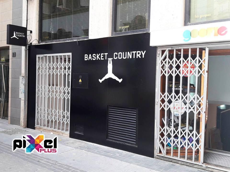 Cambio de fachada de Basket Country. Rotulación, montaje por Pixel Plus