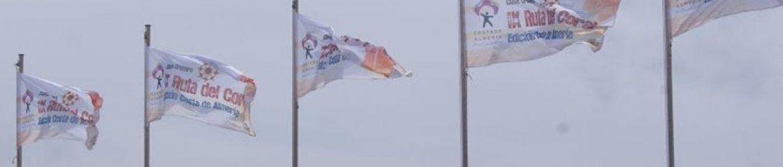 Banderas de la IX Edición de la Ruta del Coral diseñadas para exteriores.