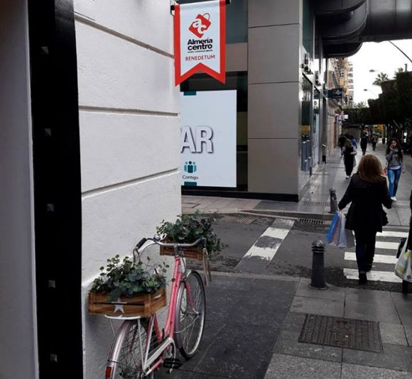 Diseño y fabricación de banderolas Almería Centro