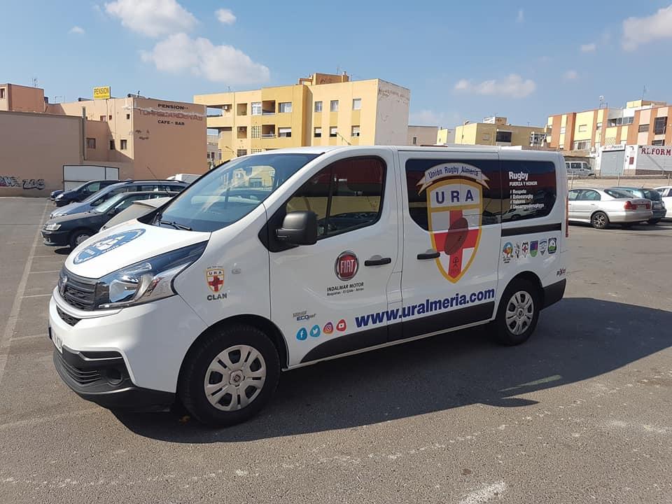 Rotulación vehículo de Unión Rugby Almería. Diseñado por Pixel Plus